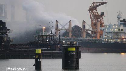 Veel rook bij grote brand in Rotterdamse haven
