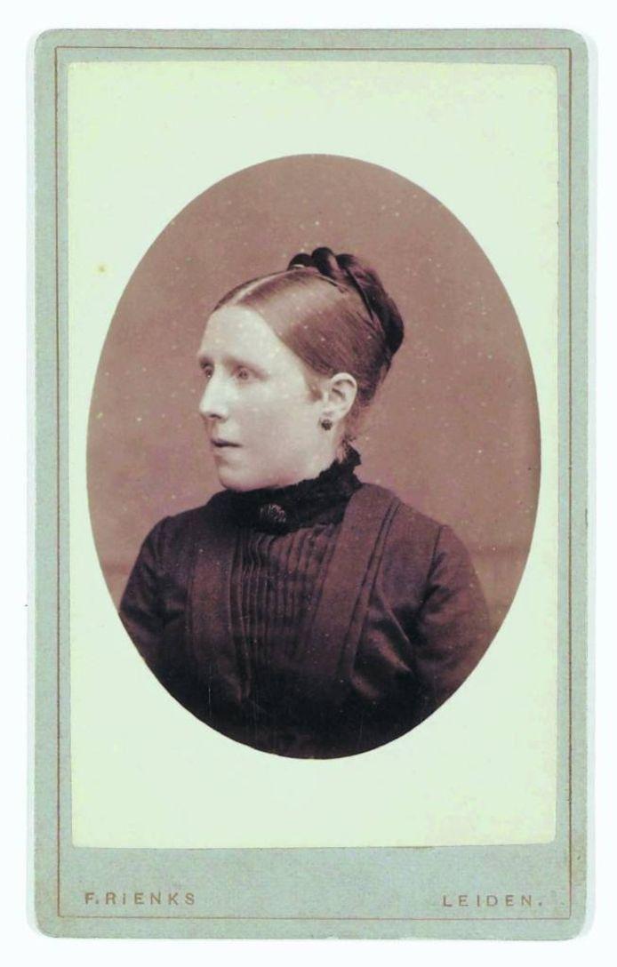 Wil, de jongste zus, gefotografeerd in 1878.