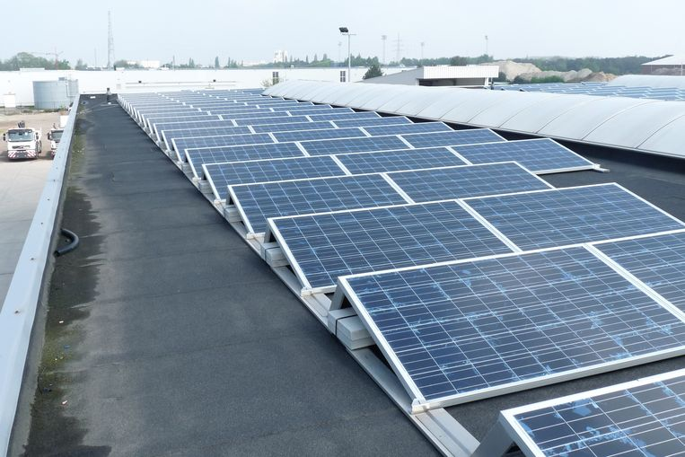Illustratiebeeld. Er is veel productie van elektriciteit, niet alleen door de nucleaire centrales maar ook door de zon en de strakke wind.