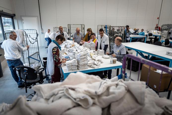 Medewerkers van Senzer aan het werk in de nieuwe bedrijfshal in Gemert.