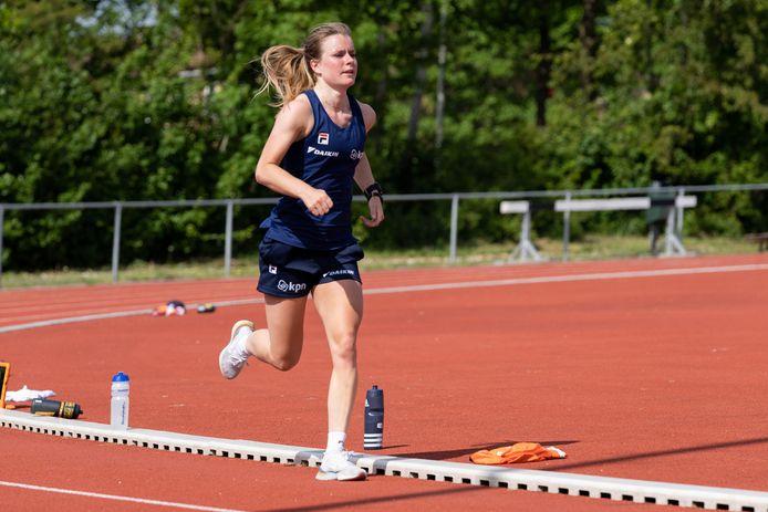 Yara van Kerkhof tijdens een trainingssessie in Heerenveen