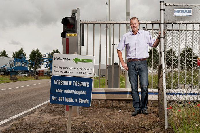 In 20110 kwamen er hekken die in de nachtelijke uren inbrekers en ander gespuis van het industrieterrein Moerdijk moeten houden.