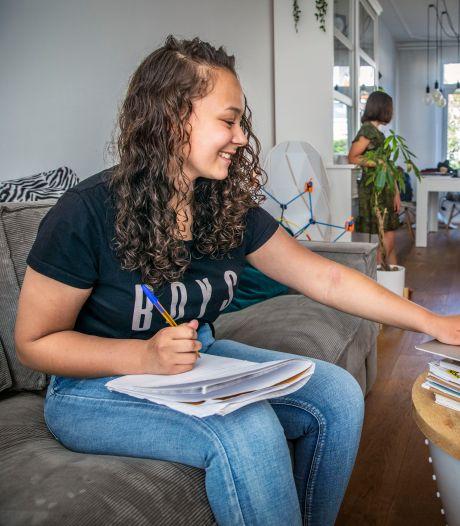 Waarom thuisonderwijs geen straf is voor Joy (15): 'Ik leefde helemaal op'