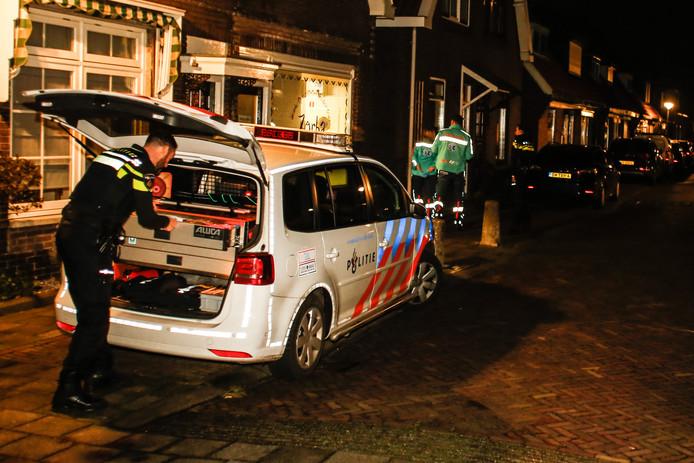 De politie deed in en om het restaurant op de Dubbeldreef in Dordrecht onderzoek na een overval.