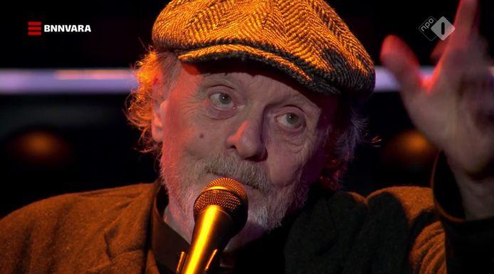 Bert Plagman zingt in De wereld Draait Door voor zijn overleden vriend Aart Staartjes.