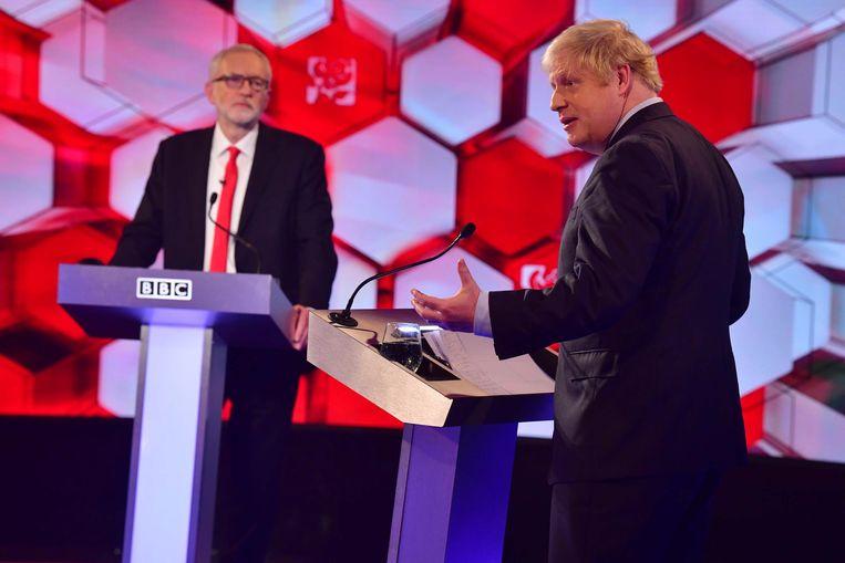 Premier Boris Johnson (rechts) en Labour-leider Jeremy Corbyn in debat.