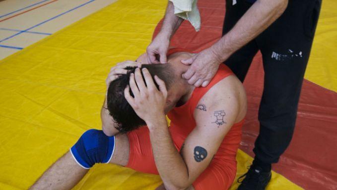 Sander loopt zware blessure op vlak voor duel tegen Guga Baúl in 'Beat VTM'