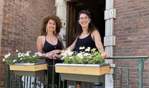 Fanny Leenknecht en Aygül Douzmanova moesten donderdag De Bevoorrading stilleggen, in het Koning Albertpark in Kortrijk. Op vraag van de politie. Een tegenslag, maar ze verliezen hun goed humeur niet.
