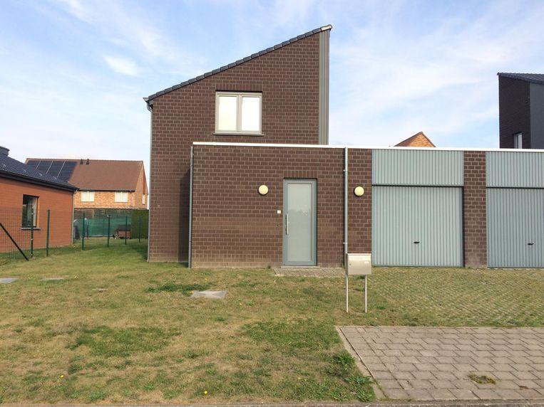 D. liet de spijkerbom in deze woning in de Baarsstraat in Astene ontploffen toen de politie een huiszoeking wilde uitvoeren.