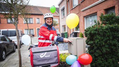 """Topfacteur Frank krijgt na 30 jaar groots afscheid van 'zijn' buurt: """"Met meer brieven naar huis dan toen ik 's ochtends vertrok"""""""