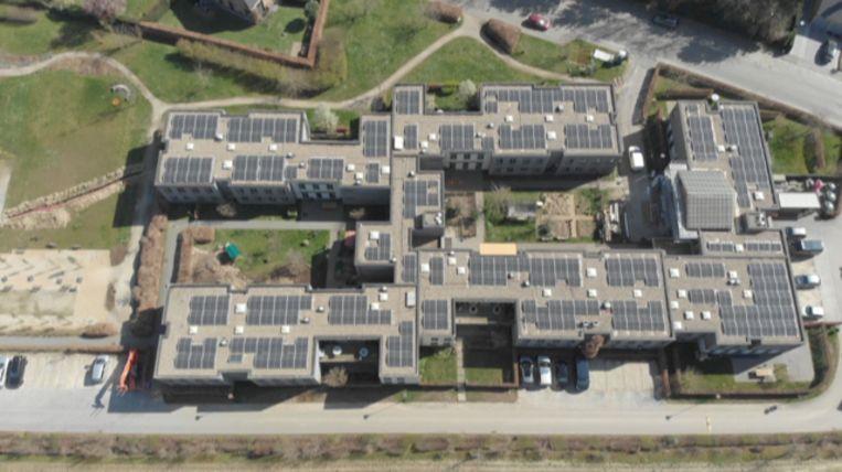 De zonnepanelen op De Wingerd in Leuven brengen het jaarverbruik aan elektriciteit van zo'n honderd gezinnen op.