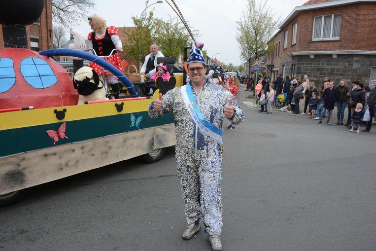 Prins Livio van Groot Sint-Niklaas trok een confettipak aan uit protest.
