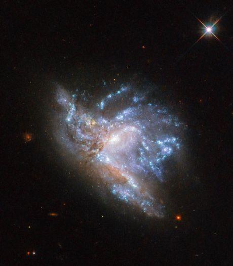 Ruimtetelescoop Hubble maakt haarscherpe foto van botsende sterrenstelsels