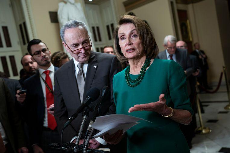 Nancy Pelosi, fractieleider van de Democraten in het Huis van Afgevaardigden (rechts) en Chuck Schumer (links), haar tegenhanger in de Senaat.