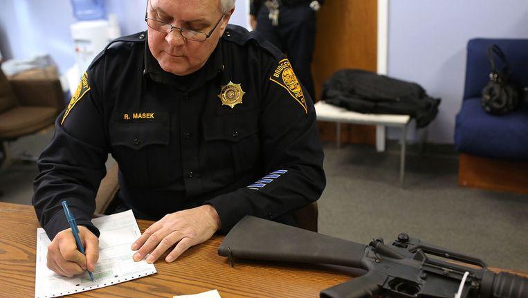 Het politiebureau in Bridgeport, Connecticut organiseerde na de schietpartij in Newtown een 'wapenterugkoop' Beeld ANP
