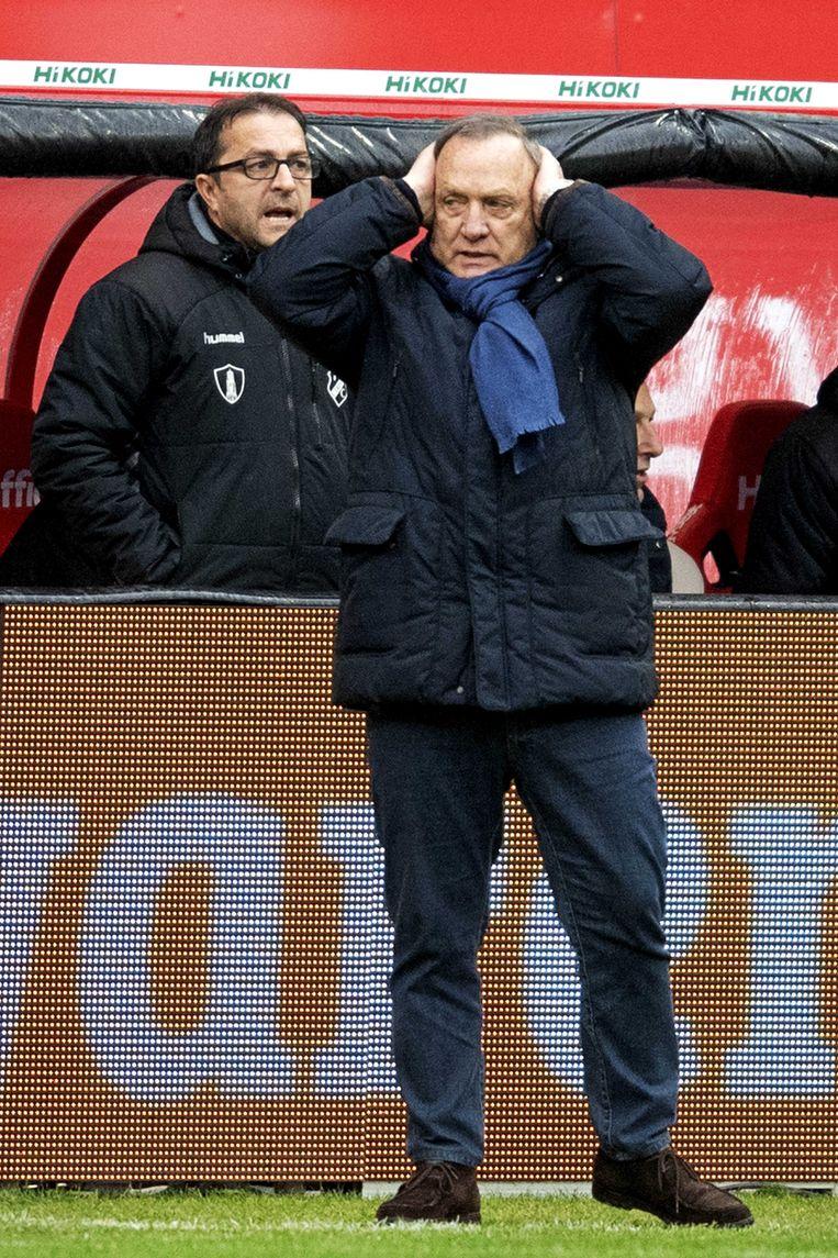 Dick Advocaat langs de lijn in 2018, toen nog als trainer van FC Utrecht.  Beeld null