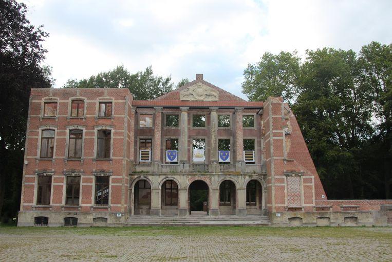 De ruïne van het Markizaat herinnert aan het roemrijk verleden van de site.