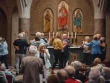 Pure verwennerij met Corry tijdens het platina jubileum van de Hoevense ouderenbond