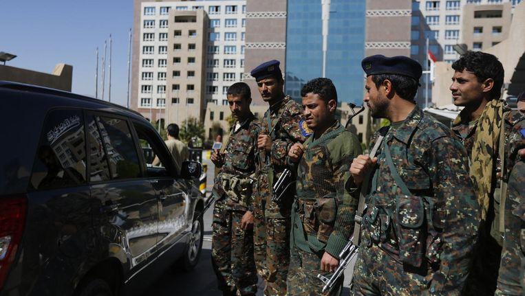Politie bewaakt het hotel waar het VN-overleg plaatsvond. Beeld reuters