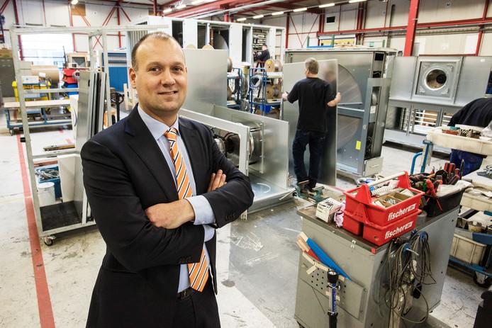 William Baars in de fabriek van OC Verhulst op Groenewoud in Drunen waar klimaatkasten worden gebouwd.