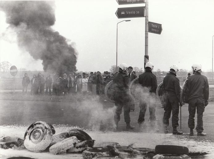 Met grimmige acties verzetten woonwagenbewoners zich in april 1978 tegen de ontmanteling van hun regionale woonwagenkamp aan de Deurneseweg in Helmond. Met hun protest konden ze niet verhinderen dat de woonwagengezinnen werden verspreid over subkampjes in de regio.