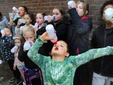Gezond, gratis en lekker: scholen leren kinderen meer water te drinken