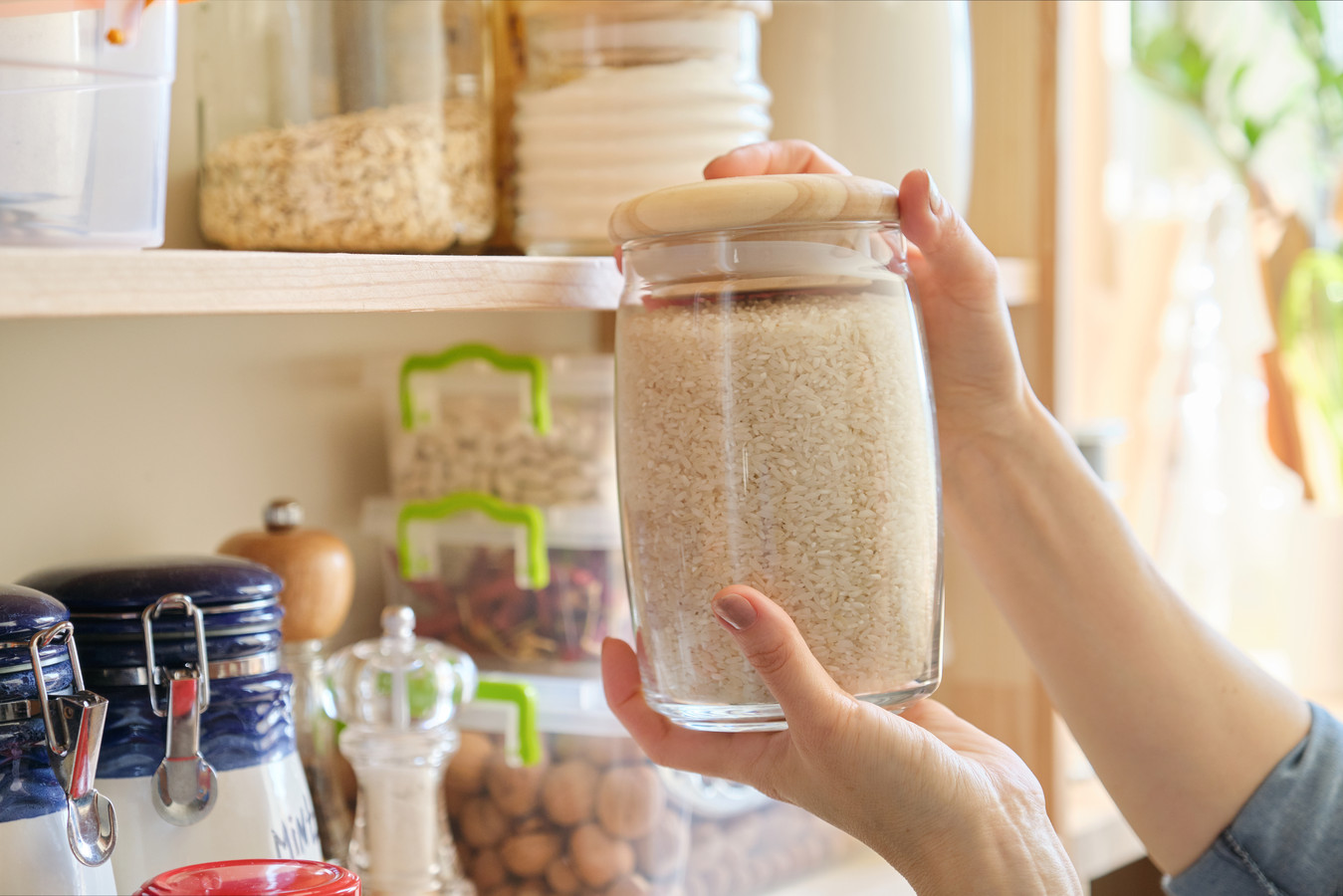 Nederlanders hamsteren houdbare producten zoals rijst
