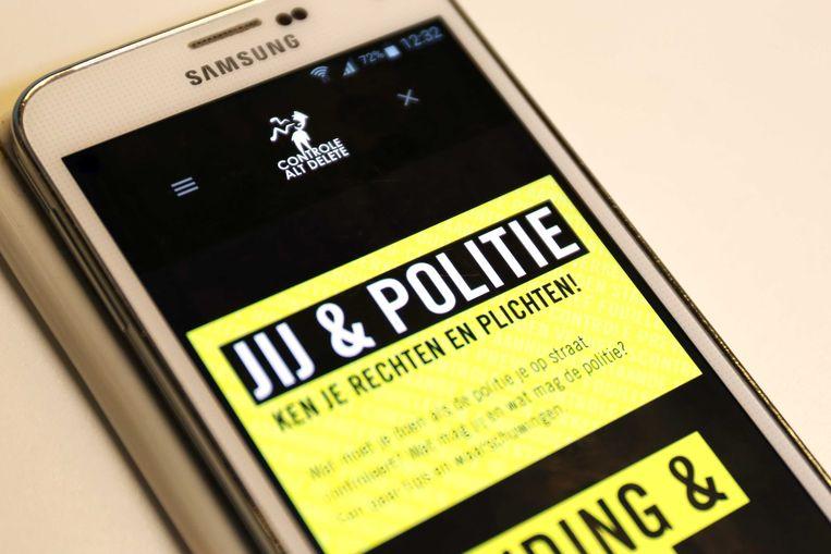 Controle Alt Delete lanceerde net als de politie een app waarmee burgers klachten over het optreden van de politie kunnen doorgeven. Die meldingen worden vervolgens naar de politie doorgestuurd. Hoeveel klachten er in deze app tot nu toe binnenkwamen is niet bekend. Beeld ANP