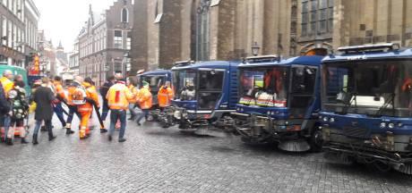 Schoonmaakploeg van Oeteldonk krijgt staande ovatie in Sint-Jan