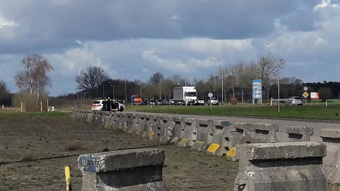 Politiebewaking bij de grensovergang met Essen.