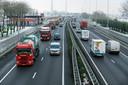 De A15 bij Hardinxveld-Giessendam, midden op de dag.