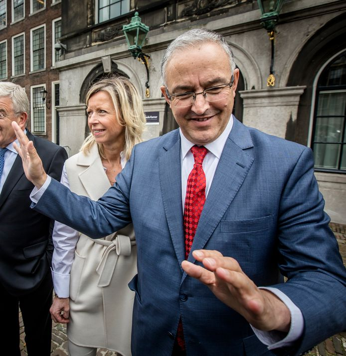 Ahmed Aboutaleb  met minister van Binnenlandse Zaken Kajsa Ollongren op het Binnenhof in Den Haag.