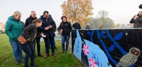 Dag en nacht genieten van kunstwerk op muur in Blixembosch