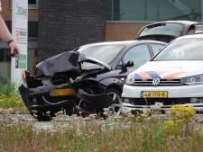 Automobilist rijdt door na ongeval en botst op verkeerspaal in Veenendaal