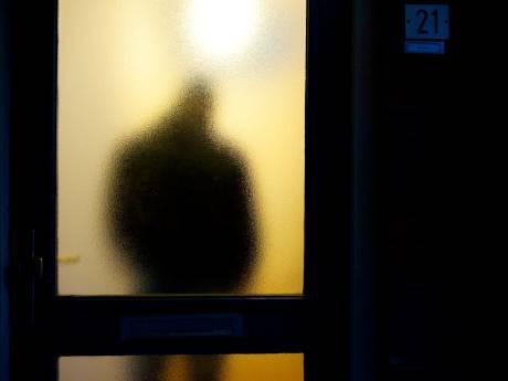 Vrouw zwaargewond in eigen woning aangetroffen na mishandeling door onbekende man