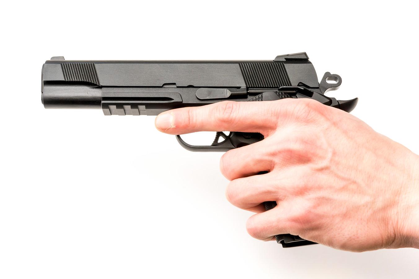 2015-01-31 15:10:27 WOUW - Een airsoft gun, een replica van een bestaande wapen, van de WE M1911. ANP XTRA LEX VAN LIESHOUT
