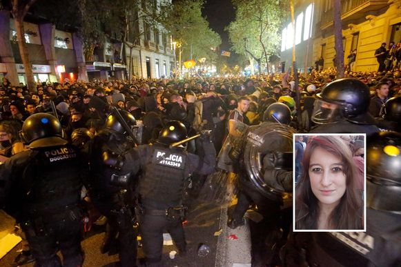 Onze reporter Stéphanie Romans zag hoe de protestanten opnieuw slaags geraakten met de oproerpolitie.