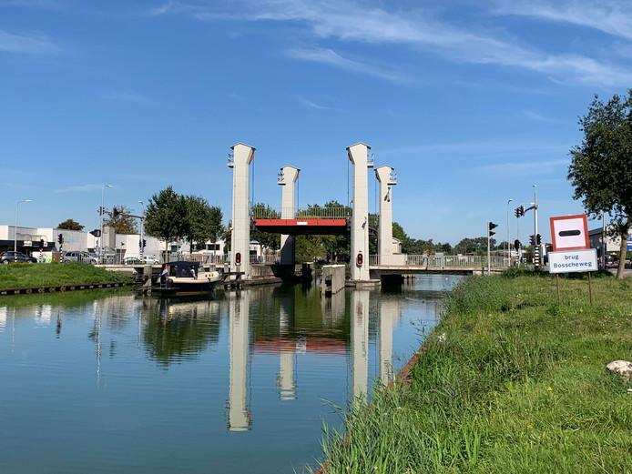 Veel verkeersoverlast in Tilburg door een storing in de brug van de Bosscheweg.
