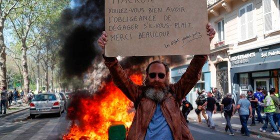 'Gele hesjes' in Parijs: plunderingen, brandende auto's en traangas. 126 mensen opgepakt