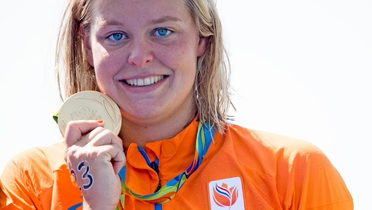 Sharon van Rouwendaal heeft haar gouden medaille. Beeld anp