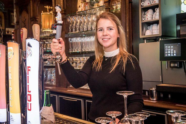 Michelle Van Honsebrouck baat voortaan Michelle's Pub in het Bierkasteel uit.