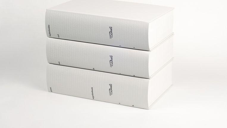 Van Dale Groot woordenboek van de Nederlandse taal - 15de editie Ontwerp Studio Joost Grootens. Van Dale Uitgevers; euro 179,-. Beeld
