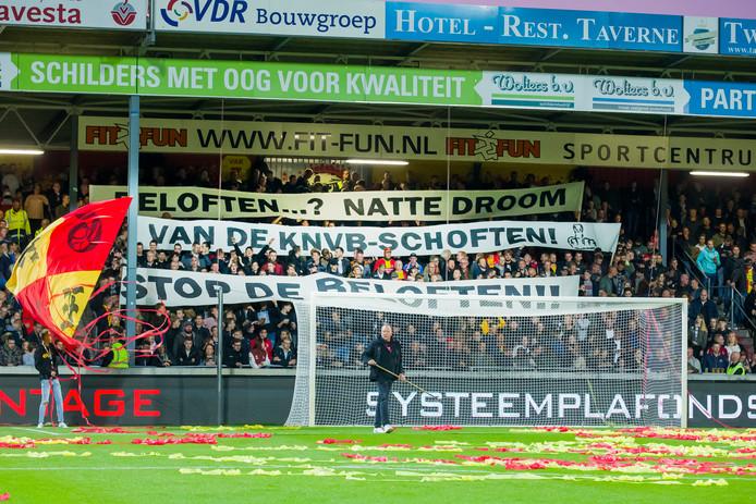 De fans van GA Eagles maakten van hun hart geen moordkuil tegen Jong Ajax.