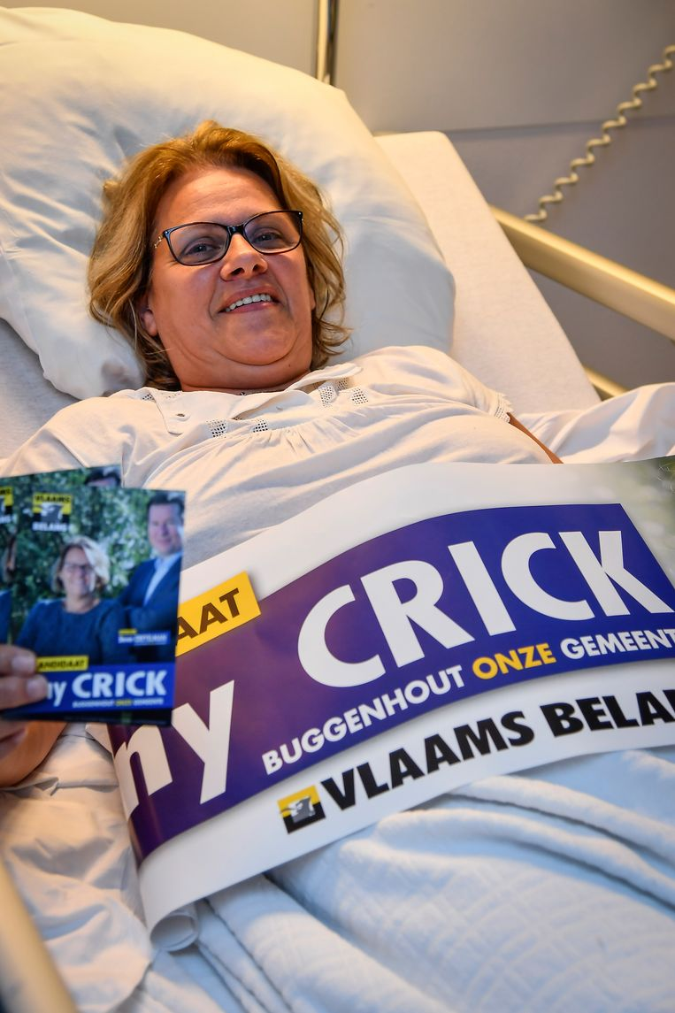 Anny Crick in haar ziekenhuisbed.