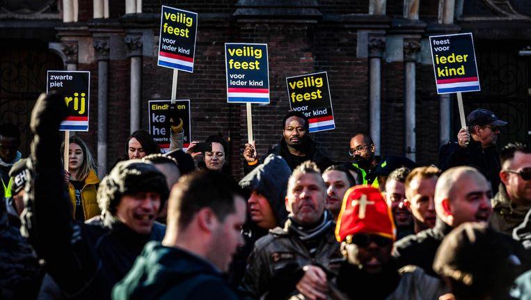Kick Out Zwarte Piet-voorman Jerry Afriyie demonstreerde in november vorig jaar tijdens de intocht van Sinterklaas in Eindhoven. Beeld anp