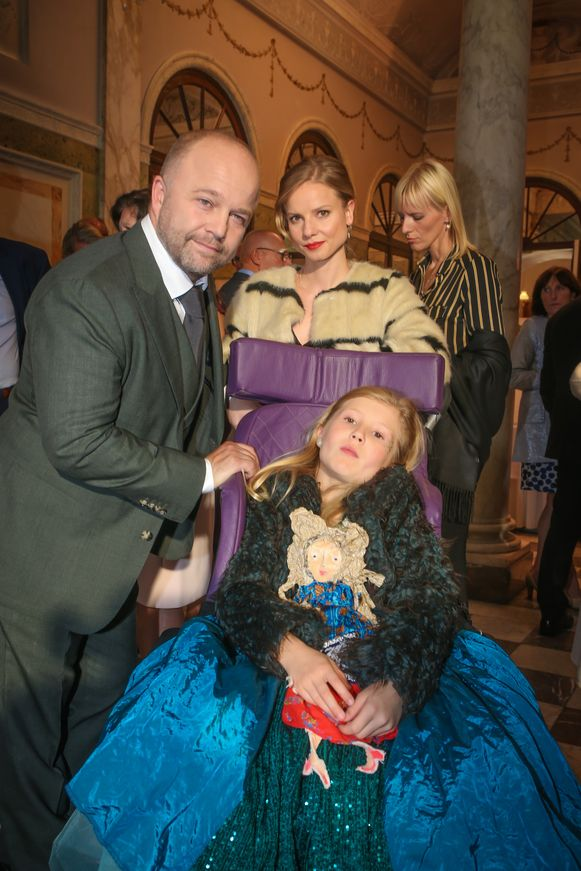 Hoofdrolspelers Sven De Ridder, Darya Gantura en de jonge Rosalie Charles.