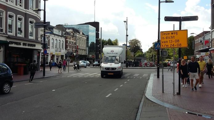 De Bisschop Hamerstraat in het Nijmeegse stadscentrum is vanaf maandag afgesloten.