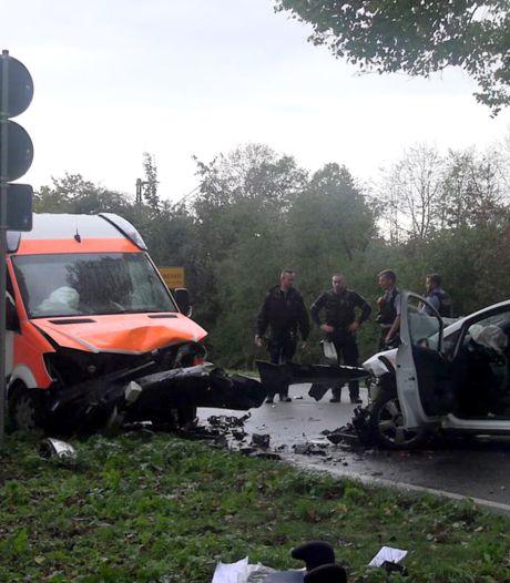 Baby overleden bij frontale botsing met ambulance in Duitsland, moeder en drie kinderen zwaargewond