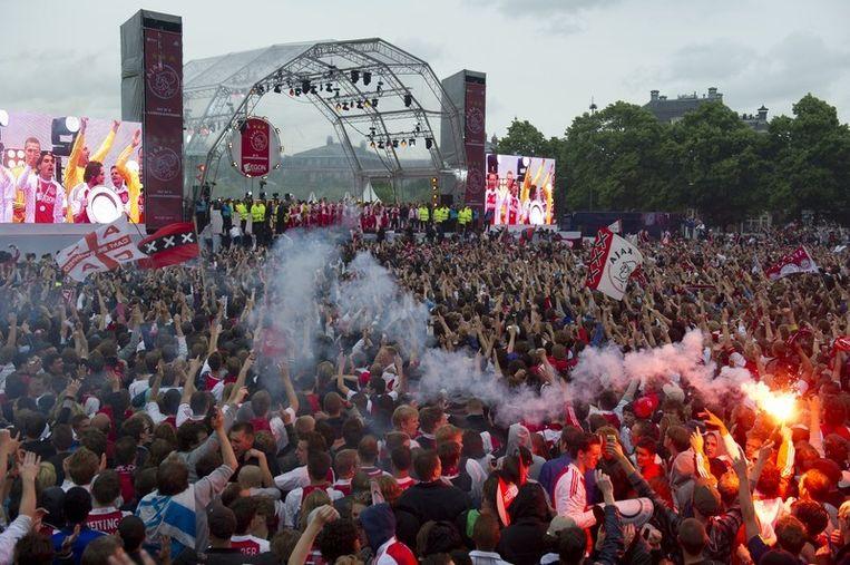 Supporters van Ajax tijdens de huldiging van de Ajax-selectie op het Museumplein. Foto Beeld anp