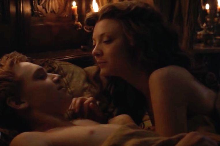 Margaery ontmaagdt tienerkoning Tommen. Beeld HBO